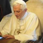 Il Papa su twitter e il #futurosemplice al TG1