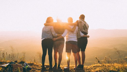 Ci pensi al giorno in cui torneremo ad abbracciarci?